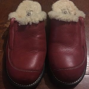 Cute!! Ugg brick red leather clogs w/side zippers